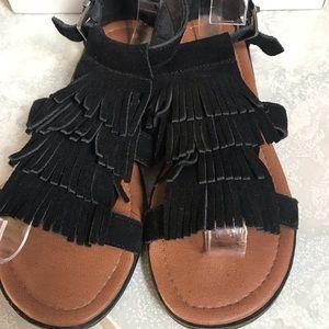 Minnetonka Shoes - Minnetonka Black Fringe Sandals. Size 7